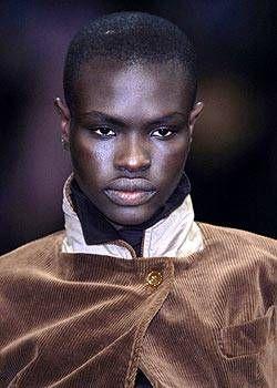 Vivienne Westwood Fall 2004 Ready-to-Wear Detail 0001