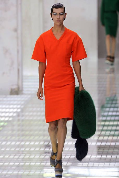 Leg, Sleeve, Human leg, Shoulder, Joint, Standing, Style, Dress, Street fashion, Fashion,