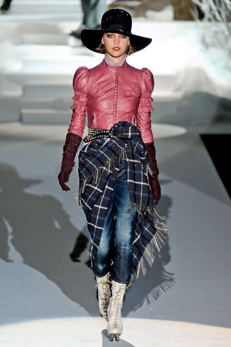 DSQUARED2 FALL RTW 2011 PODIUM 001