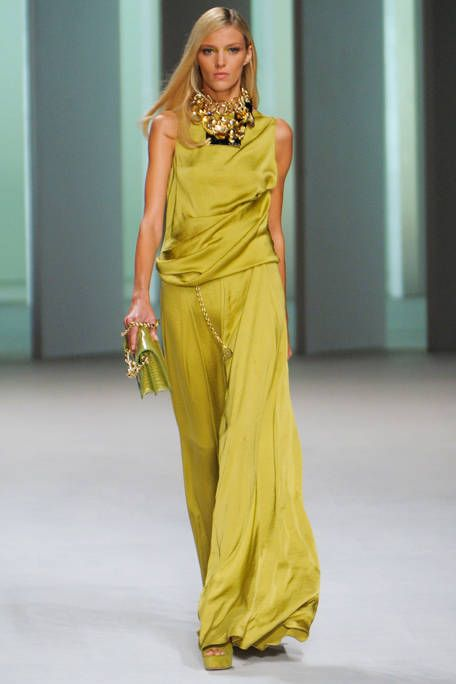 Yellow, Hairstyle, Fashion show, Shoulder, Joint, Dress, Waist, Formal wear, Style, Fashion model,