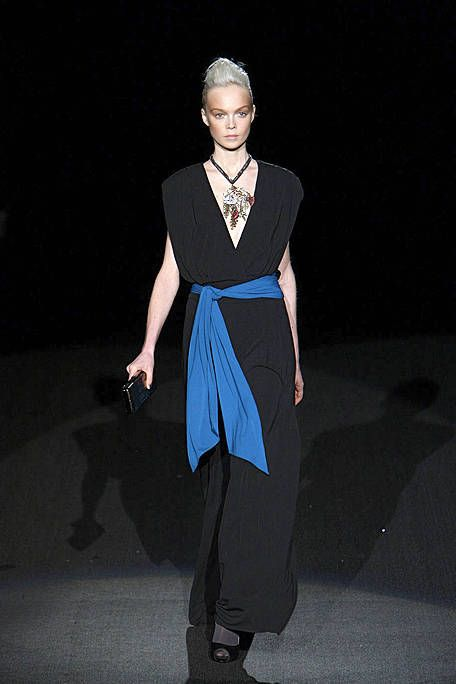 Jewellery, Sleeve, Shoulder, Standing, Joint, Style, Formal wear, Fashion show, Fashion, Neck,