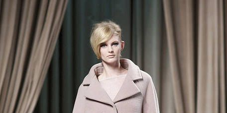 Clothing, Sleeve, Shoulder, Textile, Fashion show, Joint, Outerwear, Fashion model, Style, Interior design,