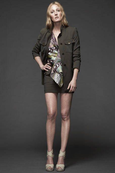 Clothing, Leg, Sleeve, Human body, Human leg, Shoulder, Collar, Joint, Standing, Style,