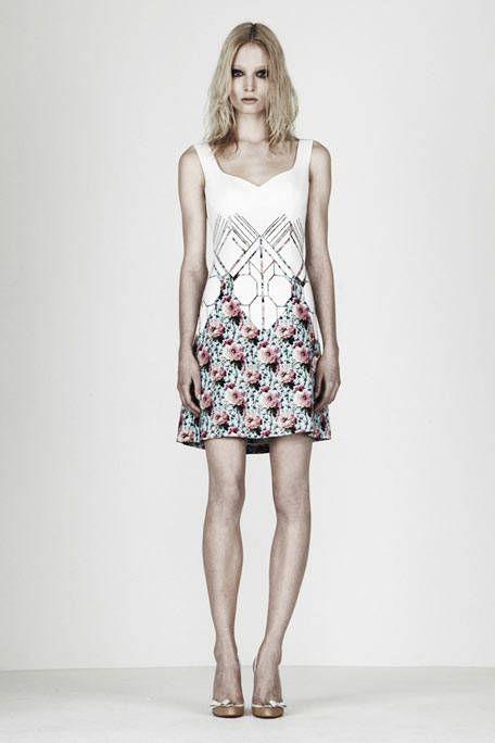 Leg, Human leg, Shoulder, Dress, Joint, One-piece garment, Style, Waist, Pattern, Day dress,