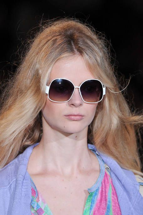 Clothing, Eyewear, Glasses, Vision care, Lip, Hairstyle, Chin, Sunglasses, Pink, Goggles,