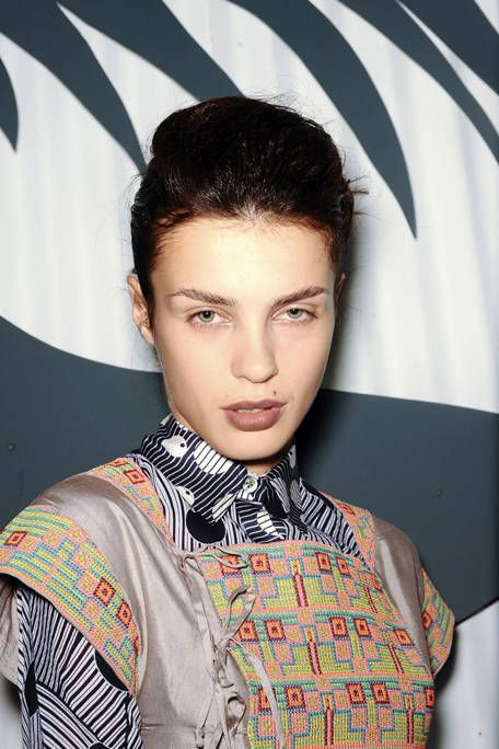 Ear, Hairstyle, Forehead, Eyebrow, Collar, Eyelash, Style, Black hair, Fashion, Neck,