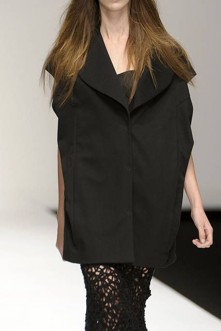 Clothing, Collar, Sleeve, Shoulder, Joint, Style, Fashion model, Fashion, Neck, Black,