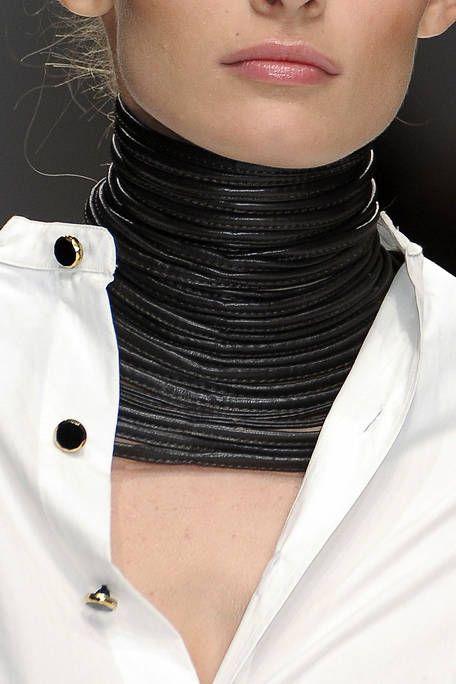 Lip, Skin, Sleeve, Collar, Chin, White, Style, Fashion, Neck, Body jewelry,