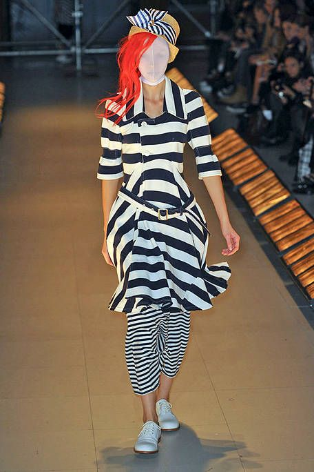 Sleeve, Shoulder, Human leg, Style, Dress, Street fashion, Pattern, Fashion, Thigh, Fashion model,