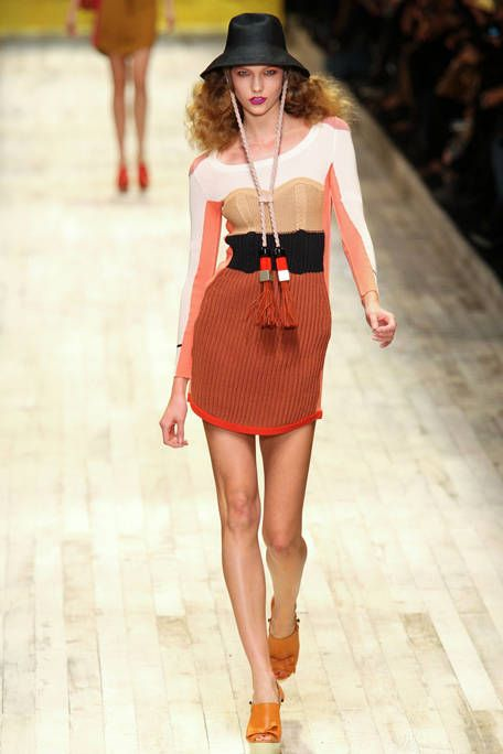 Clothing, Leg, Hat, Sleeve, Skin, Human leg, Shoulder, Joint, Dress, Waist,