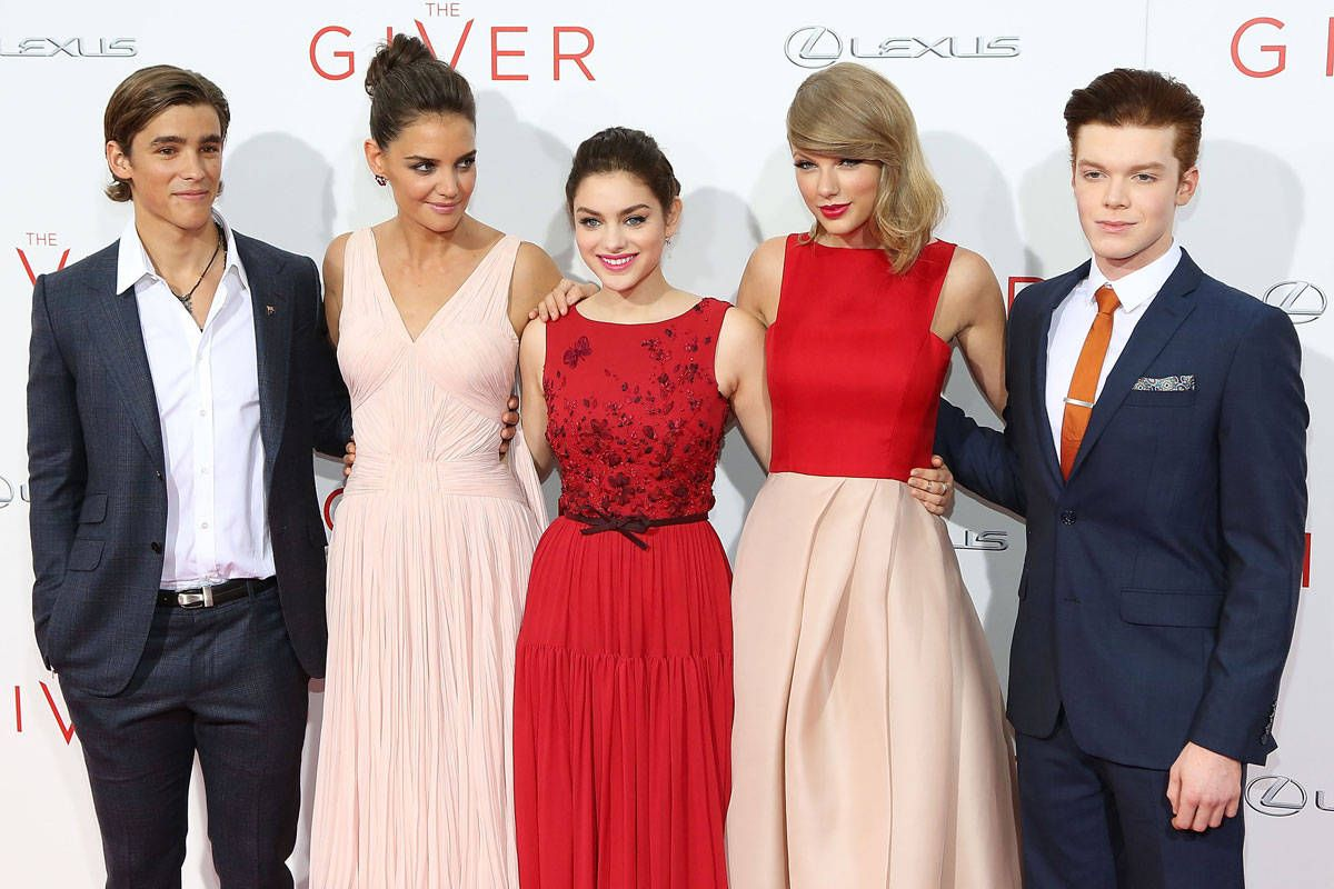 The Giver\' Premiere Red Carpet Style - Taylor Swift, Odeya Rush ...