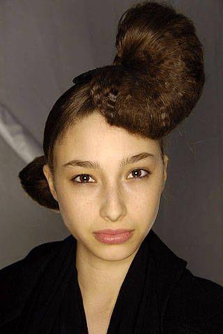 Lip, Brown, Hairstyle, Chin, Forehead, Eyebrow, Headgear, Costume accessory, Fashion, Liver,