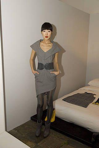 Sleeve, Human body, Shoulder, Human leg, Joint, Standing, Bed, Floor, Linens, Knee,