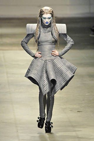 Gareth Pugh Fall 2008 Ready-to-wear Collections - 001