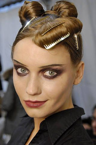 Christian Lacroix Fall 2008 Ready-to-wear Backstage - 001