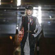 Fashion show, Dress, Hat, Runway, Style, Fashion model, Street fashion, Fashion accessory, Fashion, Costume design,