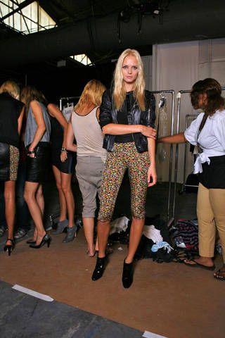 Footwear, Leg, Style, Fashion, Thigh, Blond, Calf, Fashion design, Hip, Handbag,