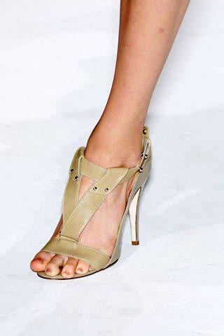 Amanda Wakeley Spring 2009 Ready-to-wear Detail - 001