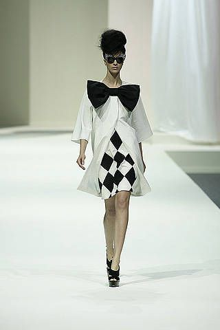 Moschino Spring 2009 Ready&#45&#x3B;to&#45&#x3B;wear Collections &#45&#x3B; 001