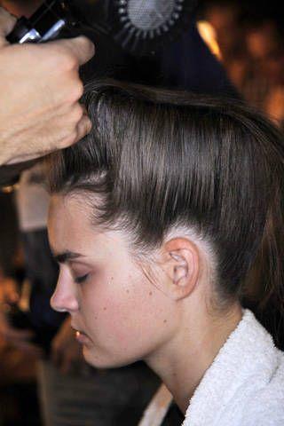 Ear, Hairstyle, Forehead, Eyebrow, Style, Photographer, Black hair, Temple, Single-lens reflex camera, Wrist,