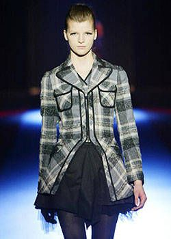 Martine Sitbon Fall 2003 Ready-to-Wear Detail 0001