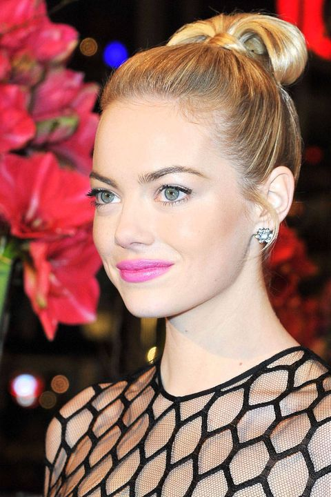 Hair, Head, Ear, Lip, Hairstyle, Eyelash, Eyebrow, Earrings, Style, Eye shadow,