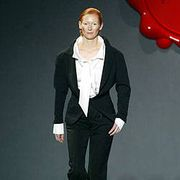 Viktor and Rolf Fall 2003 Ready-to-Wear Collections 0001