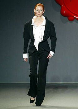 Viktor and Rolf Fall 2003 Ready&#45&#x3B;to&#45&#x3B;Wear Collections 0001