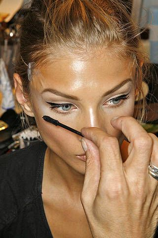 Christian Dior Spring 2009 Ready&#45&#x3B;to&#45&#x3B;wear Backstage &#45&#x3B; 001