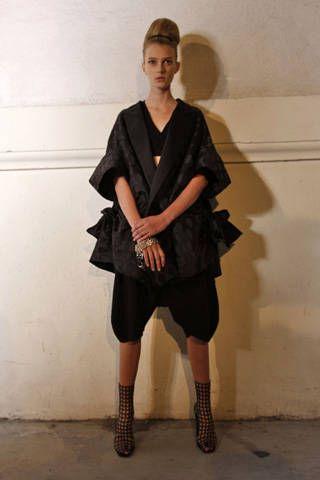 Yves Saint Laurent Spring 2009 Ready&#45&#x3B;to&#45&#x3B;wear Backstage &#45&#x3B; 001