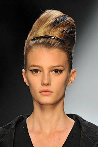 Yves Saint Laurent Spring 2009 Ready-to-wear Detail - 001
