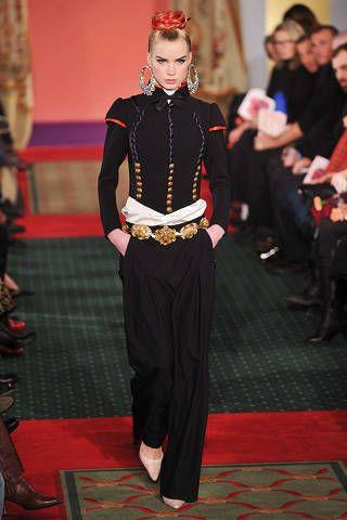 Flooring, Style, Floor, Carpet, Fashion, Costume design, Fashion show, Waist, Street fashion, Fashion model,