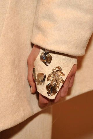 Brown, Khaki, Tan, Invertebrate, Beige, Arthropod, Owl, Insect, Natural material, Ring,