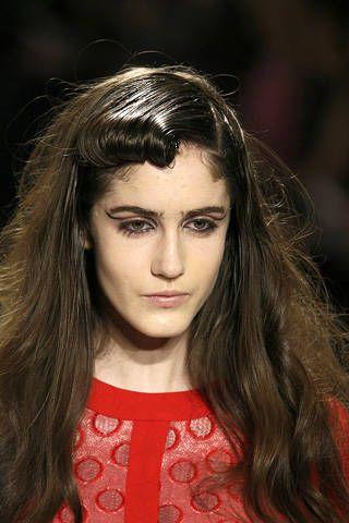 Lip, Hairstyle, Chin, Forehead, Eyebrow, Style, Long hair, Beauty, Eyelash, Brown hair,