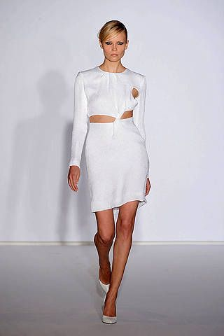 Sleeve, Human body, Shoulder, Human leg, Joint, Fashion show, White, Dress, Waist, One-piece garment,