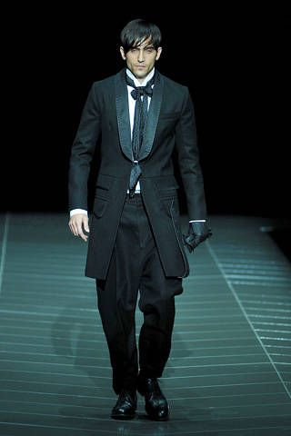 Coat, Collar, Dress shirt, Trousers, Suit trousers, Standing, Suit, Outerwear, Formal wear, Style,