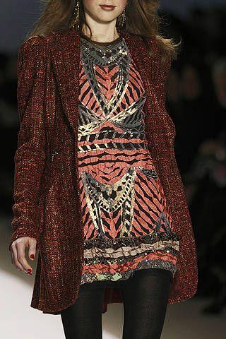 Fashion show, Textile, Pattern, Style, Winter, Fashion model, Runway, Street fashion, Fashion, Beauty,