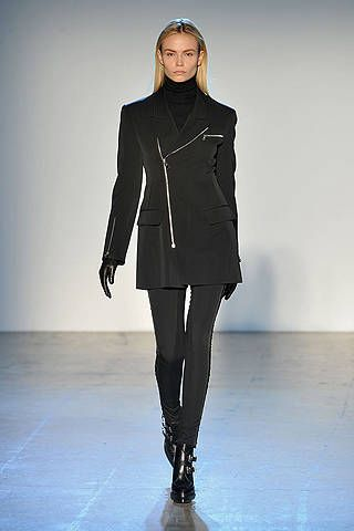 Clothing, Sleeve, Human body, Shoulder, Fashion show, Collar, Joint, Outerwear, Standing, Style,