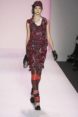 Shoulder, Fashion show, Joint, Red, Dress, Pattern, Style, Runway, Fashion model, Fashion,
