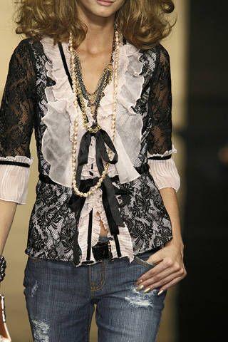 Arm, Denim, Sleeve, Shoulder, Jeans, Textile, Style, Pocket, Fashion, Street fashion,