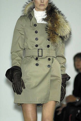 Sleeve, Human body, Shoulder, Textile, Joint, Outerwear, Coat, Style, Fashion show, Fashion model,
