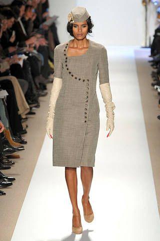 Clothing, Leg, Sleeve, Fashion show, Event, Shoulder, Human leg, Joint, Dress, Fashion model,
