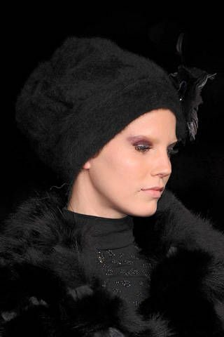 Lip, Textile, Headgear, Fur clothing, Costume accessory, Fashion, Black, Natural material, Fur, Animal product,