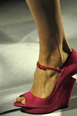 Brown, Shoe, Human leg, Joint, Red, Toe, Sandal, Tan, Fashion, Foot,