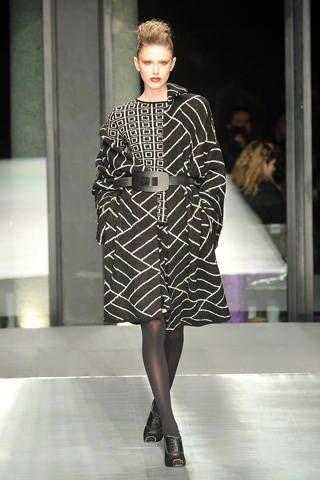 Human body, Shoulder, Human leg, Joint, Dress, Fashion show, Fashion model, Style, Runway, One-piece garment,