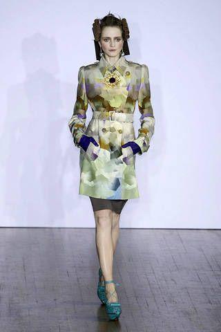 Joint, Style, Fashion model, Fashion, Knee, Costume design, High heels, Waist, One-piece garment, Fashion show,