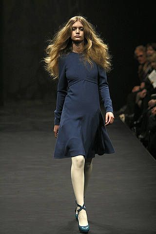 Clothing, Dress, Hairstyle, Sleeve, Shoulder, Human leg, Joint, Formal wear, Fashion show, Style,
