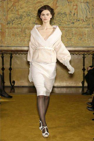 Footwear, Sleeve, Shoulder, Joint, Style, Fashion, Neck, Fashion model, Beige, Waist,