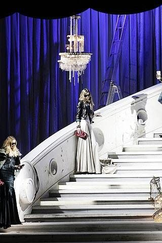 Formal wear, Costume design, Curtain, Gown, Fictional character, Haute couture, Stage, Stairs, Painting, heater,