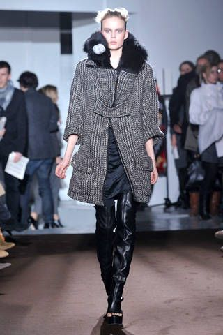 Clothing, Footwear, Human, Fashion show, Textile, Outerwear, Runway, Fashion model, Style, Winter,